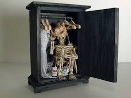 Скелет в шкафу: как пользуются своим положением директора и учителя в школах?