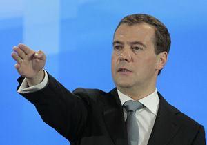 Деньги есть: Медведев обещает педагогам хорошее настроение