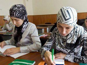 Суд разрешил учительницам в Мордовии носить мусульманские платки