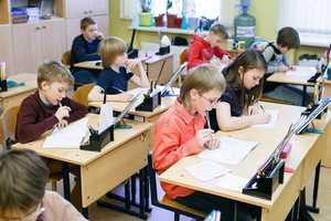 В ряде российских школ уберут третьи смены, сообщила Васильева