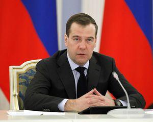 Медведев: власть должна быстро отвечать на вызовы, корректируя программы образования