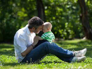 В российских школах предложили ввести уроки отцовства