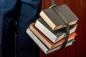 «Справедливая Россия» предложила усовершенствовать порядок проведения экспертизы учебников