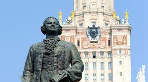 Исследование: выпускники школ в Москве и Петербурге предпочитают вузы колледжам