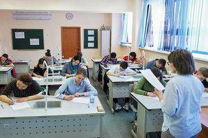Медведев поручил улучшить графики работы детских садов и школ