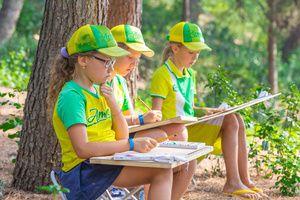 Операторы горячей линии разъясняют родителям особенности летней оздоровительной кампании