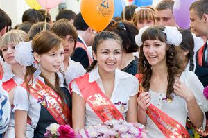 В России продолжается празднование Последнего звонка