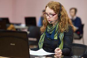 Операторы горячей линии Минпросвещения России отвечают на вопросы выпускников школ