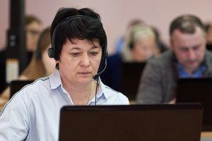 Операторы горячей линии Минпросвещения России для учителей и родителей уточняют новый календарный план проведения экзаменационной кампании в текущем году
