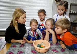 Специалистов, работающих с детьми с особыми образовательными потребностями, обучат дистанционно
