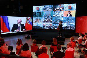 Президент России принял участие во всероссийском открытом уроке «Помнить – значит знать»