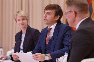 Министр просвещения провёл Общероссийское родительское собрание