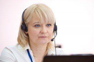 Операторы горячей линии Минпросвещения России продолжают консультации по формату организации образовательного процесса в новом учебном году