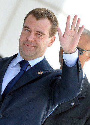 Медведев расширил список педагогов, которым повысят зарплату