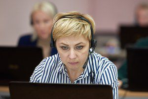 Операторы горячей линии Минпросвещения России разъясняют информацию о начале нового учебного года