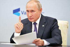 Путин поручил разработать предложения по улучшению системы оплаты труда учителей