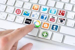 Двойная жизнь учителей: зачем родители следят за их социальными сетями