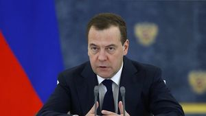 Медведев освободил от налога премии лучшим учителям