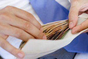 Минпросвещения предложило повысить зарплаты учителям